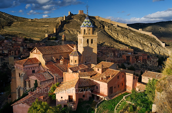 [SPAIN.ARAGON 28691] 'Albarracín and its town wall.'  	Albarracín is a beautifully preserved medieval town in the canyon of the Guadalaviar river in the southwest of Teruel province. Its town wall (visible in the background) is partly of Moorish 10th -11th century origin and partly of 13th century Christian origin. In the 11th century the town was the capital of a taifa, an independent Muslim state ruled by the Banu Razin dynasty, whose family name would lend the town its name (Sahla Banu Razin). From 1170 till 1285 it was the capital of the small independent Christian kingdom of the Azagra family. Its medieval cathedral was remodeled in the 16th and 18th centuries. Photo Mick Palarczyk.
