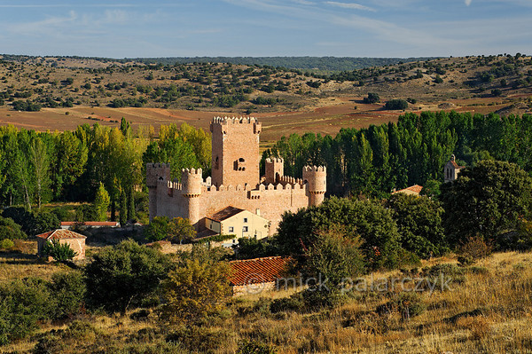 [SPAIN.CMANCHA 28551] 'Castle of Guijosa.'  	The village of Guijosa, northeast of Sigüenza (Guadalajara province) boasts a small castle that was built in the 14th century. It consists of a central keep surrounded by a rectangular walled courtyard. Photo Mick Palarczyk.