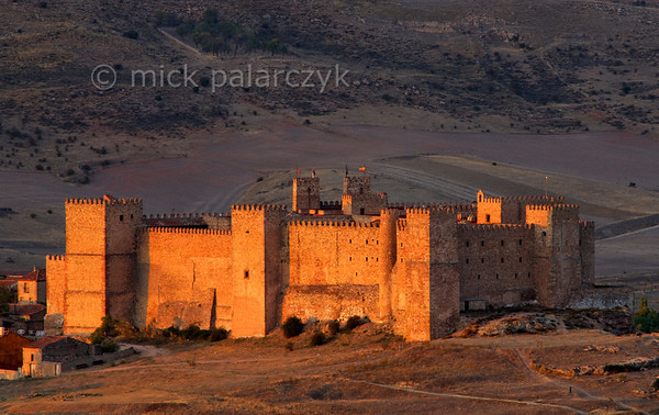 [SPAIN.CMANCHA 28550] 'Castle of Sigüenza.'  The original castle of Sigüenza (Guadalajara province) was built in the 5th century near a Roman settlement and strengthened by the Moors in the 8th. Reconquered by Christian armies in 1124 it became a bishop's palace and received its final fortress-like form in the 13th and 14th centuries. The castle was severely damaged in the Civil War and after restoration in the 1970s was converted into a parador (hotel). Photo Mick Palarczyk.
