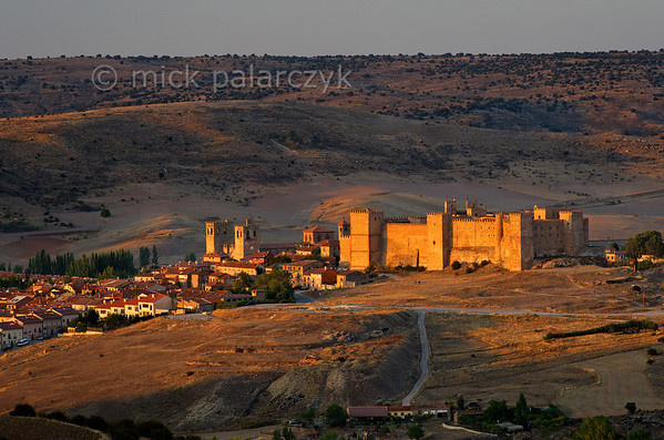 [SPAIN.CMANCHA 28548] 'Sigüenza and its castle.'  The original castle of Sigüenza (Guadalajara province) was built in the 5th century near a Roman settlement and strengthened by the Moors in the 8th. Reconquered by Christian armies in 1124 it became a bishop's palace and received its final fortress-like form in the 13th and 14th centuries. The castle was severely damaged in the Civil War and after restoration in the 1970s was converted into a parador (hotel). Photo Mick Palarczyk.