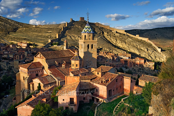 [SPAIN.ARAGON 28690] 'Albarracín and its town wall.'  	Albarracín is a beautifully preserved medieval town in the canyon of the Guadalaviar river in the southwest of Teruel province. Its town wall (visible in the background) is partly of Moorish 10th -11th century origin and partly of 13th century Christian origin. In the 11th century the town was the capital of a taifa, an independent Muslim state ruled by the Banu Razin dynasty, whose family name would lend the town its name (Sahla Banu Razin). From 1170 till 1285 it was the capital of the small independent Christian kingdom of the Azagra family. Its medieval cathedral was remodeled in the 16th and 18th centuries. Photo Mick Palarczyk.
