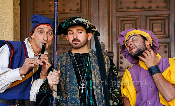[SPAIN.CMANCHA 28545] 'Medieval characters in Sigüenza.'  	On the market square of Sigüenza, a small town in Guadalajara province, street performers portray characters from medieval society: a flute-player, a mistrusting nobleman and a lice infested jester. Photo Mick Palarczyk.