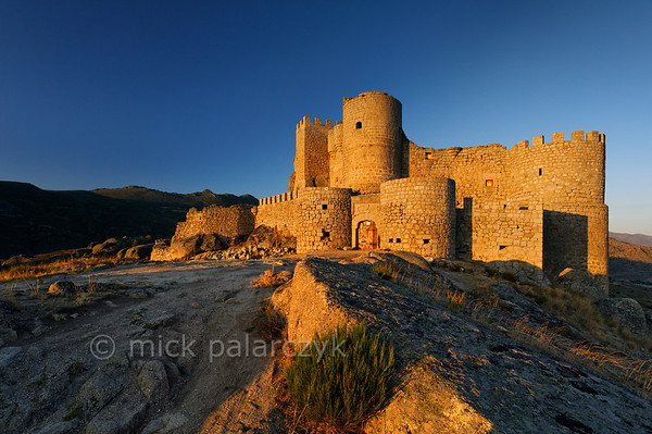 [SPAIN.CLEON 28608] 'Aunqueospese Castle just after sunrise.'  Aunqueospese Castle, near the village of Mironcillo, sits on a rocky hill in the Sierra de la Paramera, commanding the plains of Ávila. Building of the castle started in 1490. Photo Mick Palarczyk.