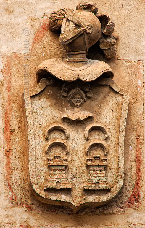 [SPAIN.CLEON 28670] 'Coats of arms in Berlanga de Duero.'  	A facade in a village street at the foot of the castle of Berlanga de Duero holds this coats of arms of unknown origin. It shows the three towered castles of the Kingdom of Castile opposing the half moons of the Moors. So it is probably related to Berlanga's location near the Duero river which formed the boundary  between the Castilian Kingdom and the Muslim territory from the 9th till the 11th century. Photo Mick Palarczyk.