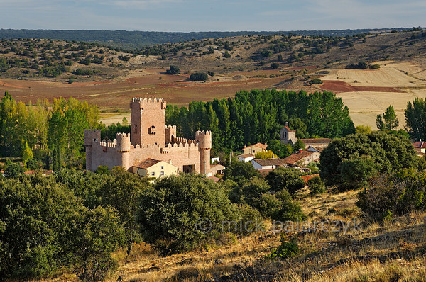 [SPAIN.CMANCHA 28552] 'Castle of Guijosa.'  The village of Guijosa, northeast of Sigüenza (Guadalajara province) boasts a small castle that was built in the 14th century. It consists of a central keep surrounded by a rectangular walled courtyard. Photo Mick Palarczyk.