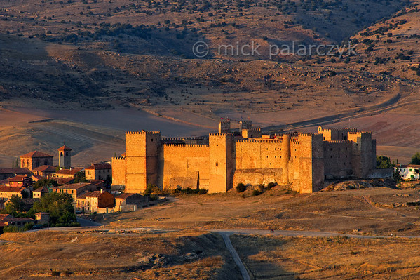 [SPAIN.CMANCHA 28549] 'Castle of Sigüenza.'  The original castle of Sigüenza (Guadalajara province) was built in the 5th century near a Roman settlement and strengthened by the Moors in the 8th. Reconquered by Christian armies in 1124 it became a bishop's palace and received its final fortress-like form in the 13th and 14th centuries. The castle was severely damaged in the Civil War and after restoration in the 1970s was converted into a parador (hotel). Photo Mick Palarczyk.