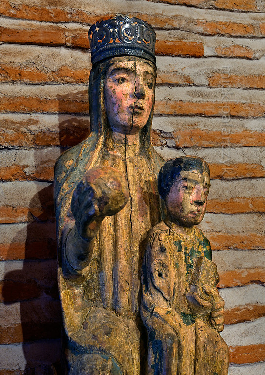 [SPAIN.CLEON 28603] 'Medieval madonna in Coca Castle.'  	Medieval polychrome madonna in the chapel of Coca Castle (Segovia province). Photo Mick Palarczyk.