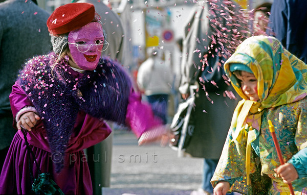 [SWITZER.JURA 6362]  'Confetti attack.'  Tuesday is children's carnival during the Basler Fasnacht, the carnival of Basel. Then the children rule and the parents obey. Photo Paul Smit.