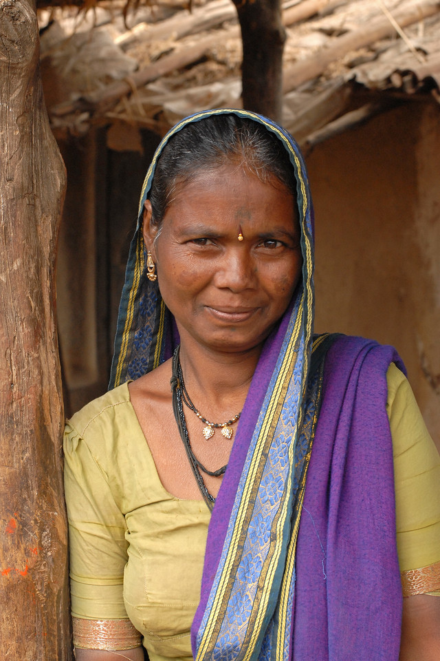 India: Portrait of a lady in a village near Nagpur, Maharashtra. Jan 2007.