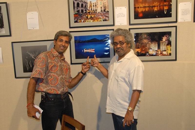 Hari Haran with Mukesh Trivedi admiring his pictures