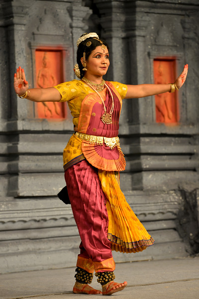 """Bharatham: Nataraja Arts Academy Students of Guru Sirisha,  Bangaluru performing at Chidambaram Natyanjali Dance Festival 2015 held at Chidambaram in February 2015. The festival is known for its serenity and uniqueness of the devotion of the dancers dedicating their """"Natya"""" (Dance) as """"Anjali"""" (Offering) and worship to the Lord of Dance - Lord Nataraja (Shiva)."""