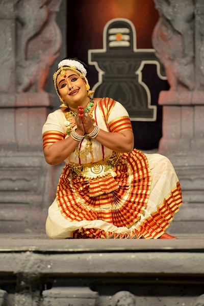 """Mohini Attam: Vichitra Dhinakaran & Students, Puducherry.<br /> Performance at Chidambaram Natyanjali Dance Festival 2015 held at Chidambaram in February 2015. The festival is known for its serenity and uniqueness of the devotion of the dancers dedicating their """"Natya"""" (Dance) as """"Anjali"""" (Offering) and worship to the Lord of Dance - Lord Nataraja (Shiva)."""