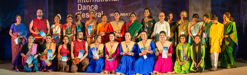 Group photo at INTERNATIONAL INDIA DANCE FESTIVAL (IIDF MUMBAI 2018) 3rd March 2018. Organized by Aratrika Institute of Performing Arts and Samskritiki for its first season in Mumbai.  Classical dance styles, folk, contemporary and fusion were performed over three days of the festival (2nd, 3rd and 4th March 2018).