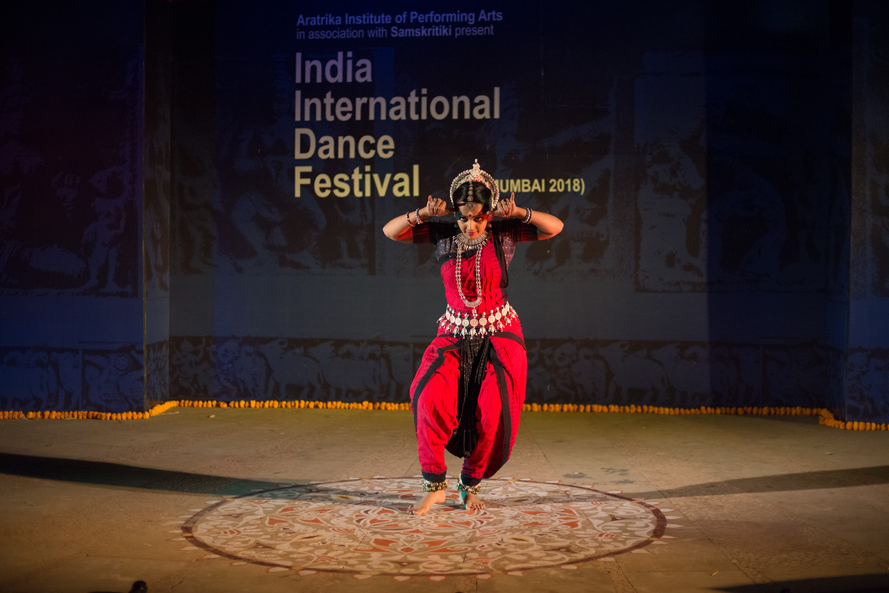 Namrata Mehta of Kaishiki. Odissi. Arksh - Exploring the Zodiac through Movement & Music in Odissi Dance. <br /> <br /> INTERNATIONAL INDIA DANCE FESTIVAL (IIDF MUMBAI 2018) 4th March 2018. Organized by Aratrika Institute of Performing Arts and Samskritiki for its first season in Mumbai.