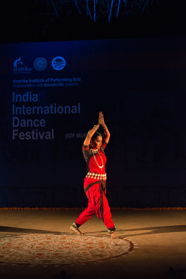 Namrata Mehta of Kaishiki. Odissi. Namrata learnt Odissi dance under Guru Smt Daksha Mashruwala. Arksh - Exploring the Zodiac through Movement & Music in Odissi Dance. INTERNATIONAL INDIA DANCE FESTIVAL (IIDF MUMBAI 2018) 4th March 2018. Organized by Aratrika Institute of Performing Arts and Samskritiki for its first season in Mumbai.