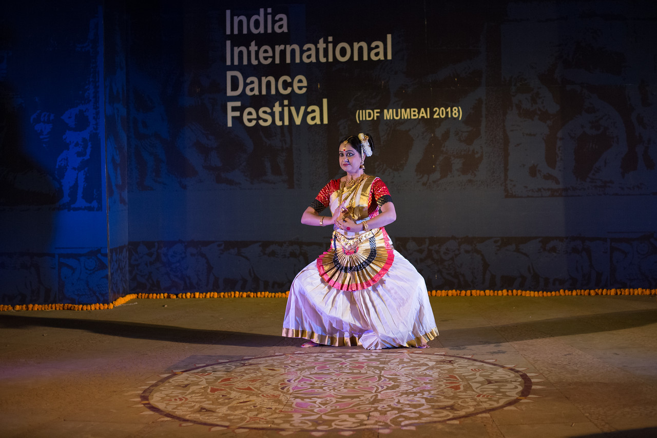 Ayswaria Wariar (Aishwarya Warrier) Mohiniyattam Exponent, Researcher & Choreographer. Kerala State Govt Awardee and  IIDF Awardee.<br /> <br /> INTERNATIONAL INDIA DANCE FESTIVAL (IIDF MUMBAI 2018) 4th March 2018. Organized by Aratrika Institute of Performing Arts and Samskritiki for its first season in Mumbai. Classical dance styles, folk, contemporary and fusion were performed over three days of the festival (2nd, 3rd and 4th March 2018).