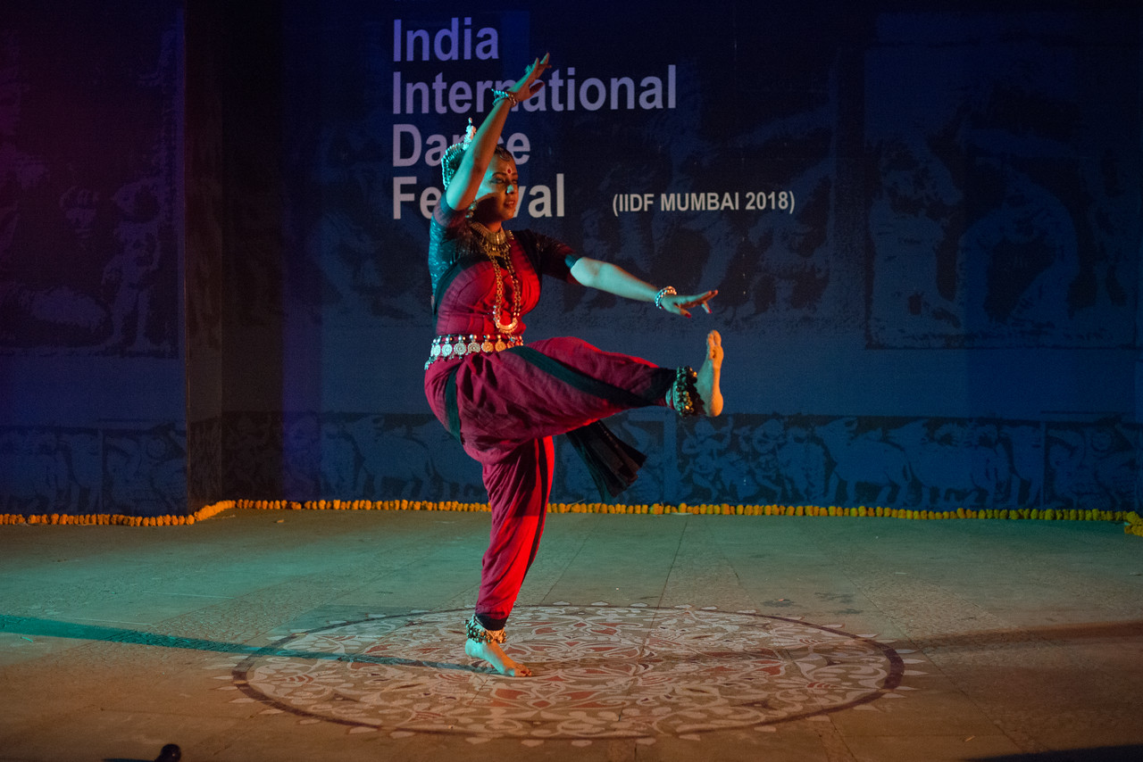 Namrata Mehta of Kaishiki. Odissi. Arksh - Exploring the Zodiac through Movement & Music in Odissi Dance.  INTERNATIONAL INDIA DANCE FESTIVAL (IIDF MUMBAI 2018) 4th March 2018. Organized by Aratrika Institute of Performing Arts and Samskritiki for its first season in Mumbai.