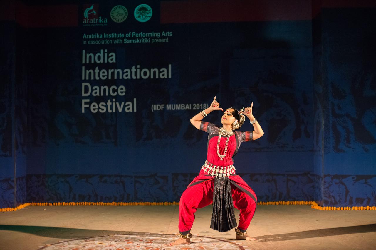 Namrata Mehta of Kaishiki. Odissi. Arksh - Exploring the Zodiac through Movement & Music in Odissi Dance.  Namrata learnt Odissi dance under Guru Smt Daksha Mashruwala.<br /> <br /> INTERNATIONAL INDIA DANCE FESTIVAL (IIDF MUMBAI 2018) 4th March 2018. Organized by Aratrika Institute of Performing Arts and Samskritiki for its first season in Mumbai.