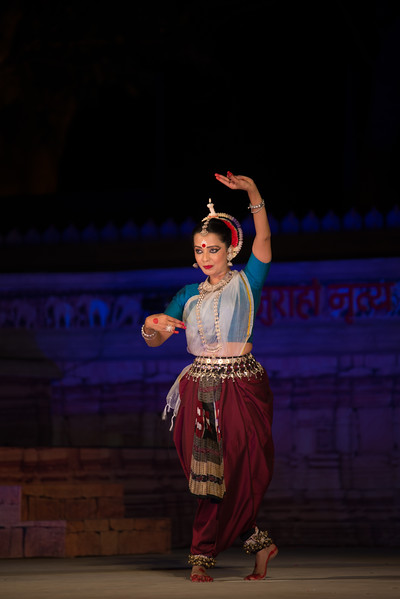 Daksha Mashruwala, is an accomplished Odissi dancer. She is a disciple of the distinguished maestro Padmavibhushan Late Guru Kelucharan Mohapatra. She has dedicated herself to carry forth the traditions with perseverance and commitment. Daksha earlier trained in Bharatnatyam under Smt. Mrinalini Sarabhai. An exponent, teacher and choreographer, Daksha has regaled audiences in India and abroad, with performances, workshops and lecture-demonstrations for the last two decades. Having performed at various prestigious festivals, she has been honoured and felicitated by The Center of World Music, San Diego and Canadian Museum of Civilisation, Ottawa, amongst many others.<br /> <br /> Khajuraho Dance Festival 21st Feb'17. Colorful and brilliant classical dance forms of India with roots in the rich cultural traditions offer a feast for the eyes during a weeklong extravaganza. Khajuraho Temples in Madhya Pradesh are popular for their architectural wonders and sculptures.