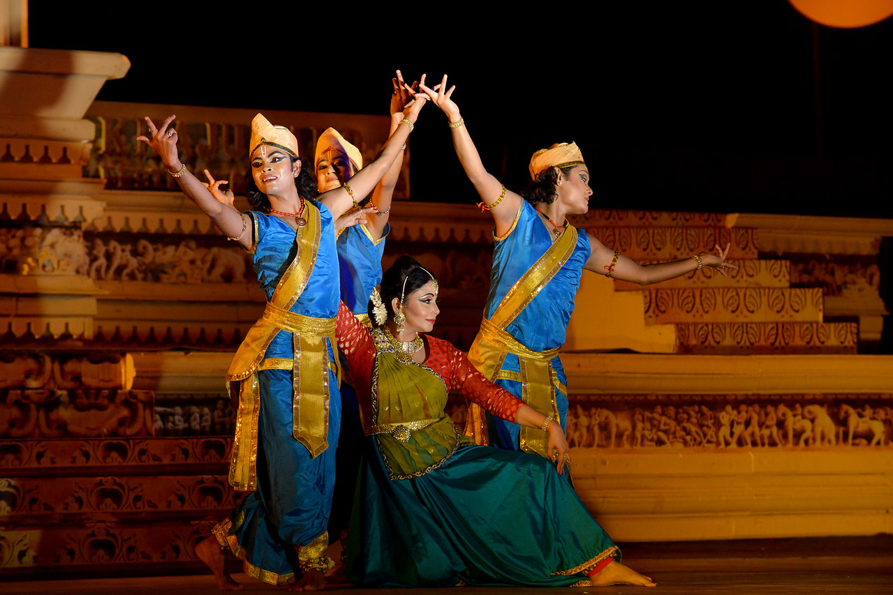 Marami Medhi, Meghranjani, Dipjyoti, and Dipankar & Troupe's Kathak & Satriya dance performance at the Khajuraho Festival of Dances.