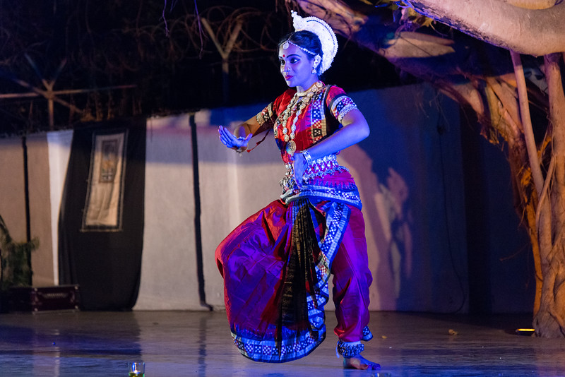 TariJhum, Mumbai. Performance by Guru Smt Stuti Sahu and her disciples.<br /> <br /> Mumbai Odissi Utsav <br /> Day 1 - 17th Feb 2018.