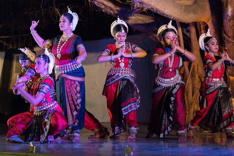 TariJhum, Mumbai. Performance by Guru Smt Stuti Sahu and her disciples. Mumbai Odissi Utsav. Day 1 - 17th Feb 2018.