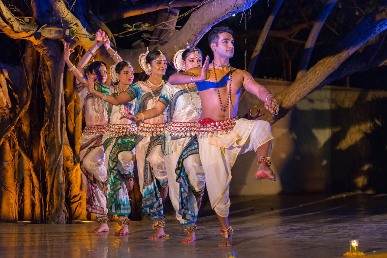 Smt Madhulita Mahapatra and disciples. Nrityantar from Bengaluru.<br /> <br /> Mumbai Odissi Utsav <br /> Day 1 - 17th Feb 2018.