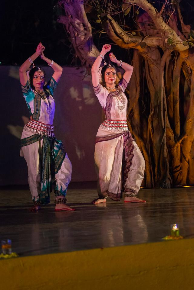 Smt Madhulita Mahapatra and disciples. Nrityantar from Bengaluru.<br /> <br /> Mumbai Odissi Utsav, Day 1 - 17th Feb 2018.