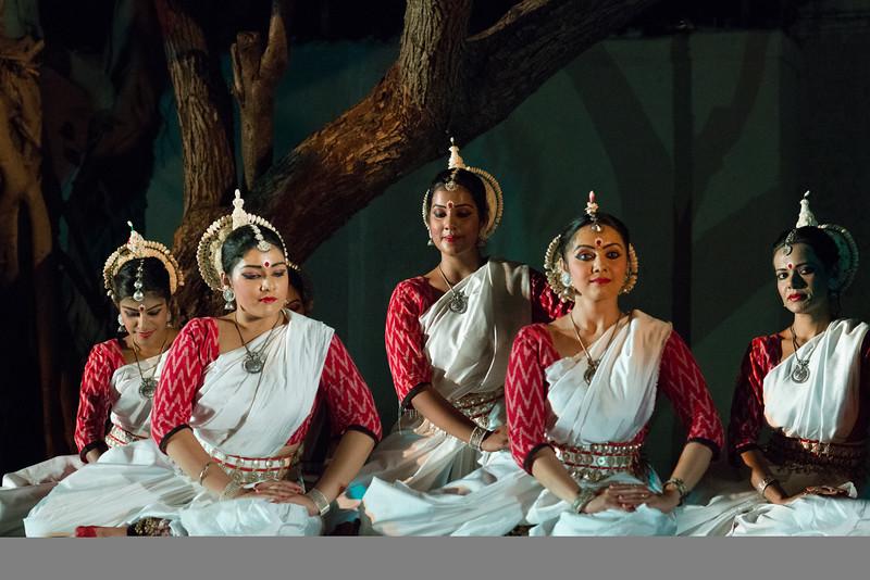 Smt. Nivedita Mukherjee and disciples of Aratrika Institue of Performing Arts, Mumbai.<br /> <br /> Mumbai Odissi Utsav. Day 1 - 17th Feb 2018.