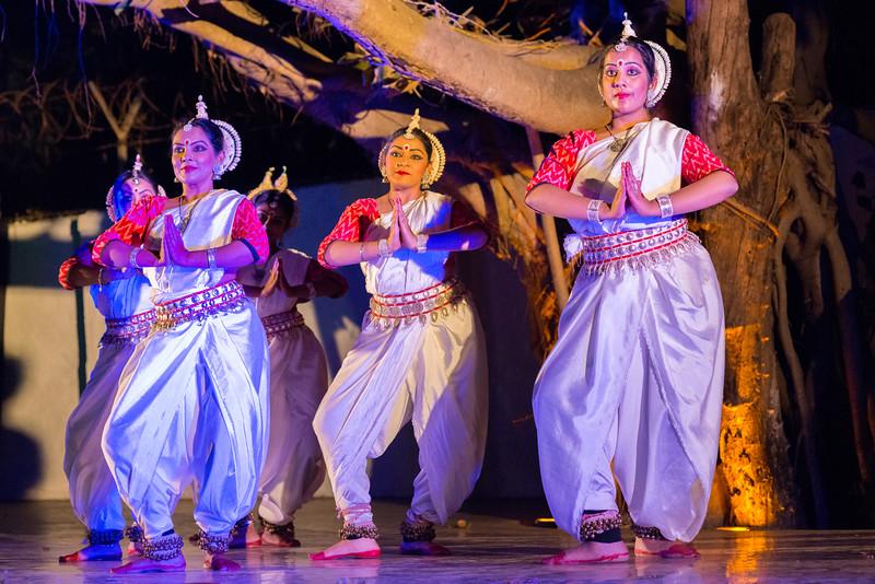 Smt. Nivedita Mukherjee and disciples of Aratrika Institue of Performing Arts, Mumbai.<br /> <br /> Mumbai Odissi Utsav <br /> Day 1 - 17th Feb 2018.