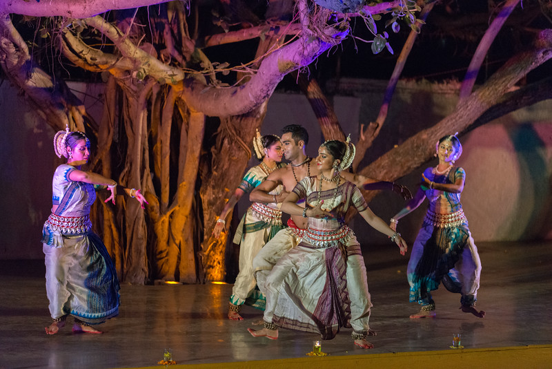 Smt Madhulita Mahapatra and disciples. Nrityantar from Bengaluru.<br /> <br /> Mumbai Odissi Utsav, Day 1 - 17th Feb 2018.