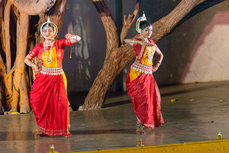 Shreeya Sakharkar and Tanushree Yalavati of Vaishnovi Kala Kshetra, Mumbai. Duet performance by disciples of Smt Asha Nambiar - Kalavati Pallavi.<br /> <br /> Mumbai Odissi Utsav, Day 1 - 17th Feb 2018.