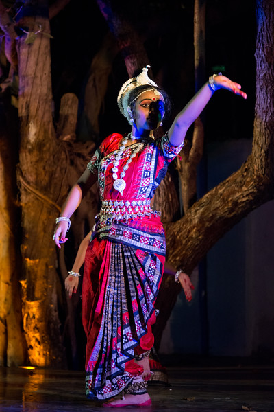 TariJhum, Mumbai. Performance by Guru Smt Stuti Sahu and her disciples.<br /> <br /> Mumbai Odissi Utsav. Day 1 - 17th Feb 2018.