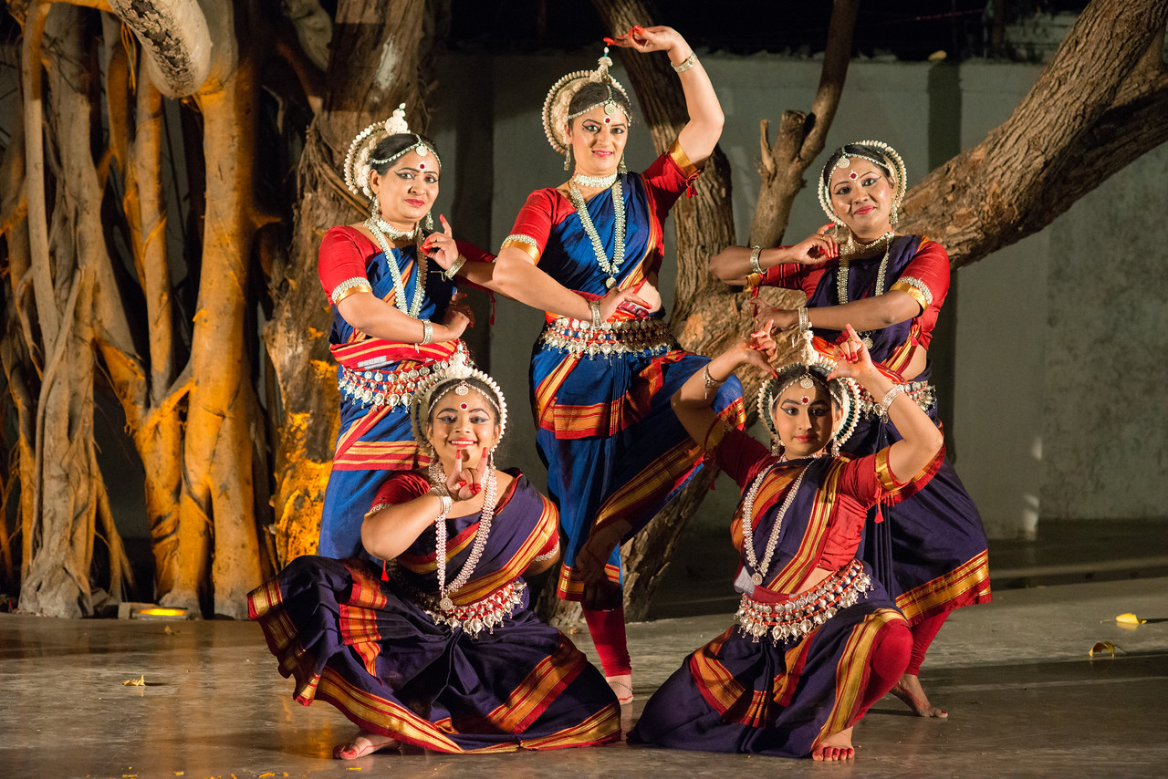 Student & disciples of Smt Swapnakalpa Dasgupta of Swapnakalpa Dance Troupe at Mumbai Odissi Utsav. Day 2 - 18th Feb 2018.