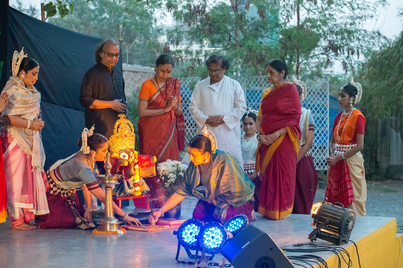 Start of day two at Mumbai Odissi Utsav Day 2 - 18th Feb 2018 with a prayer invocation.<br /> <br /> Pandit Nayan Ghosh, Smt Daksha Mashruwala, Smt Namrata Mehta, Smt Shubhada Varadkar, Smt Jhelum Paranjape, Smt Jyoti Shrivastava, Smt Prachi Save Saathi and many other dancers.<br /> <br /> With Ramprasad Gannavarapu, Rohan Dahale and Jateen Kumar Sahu at Sangit Mahabharati, Juhu Scheme (JVPD), 400049 Mumbai, Maharashtra.