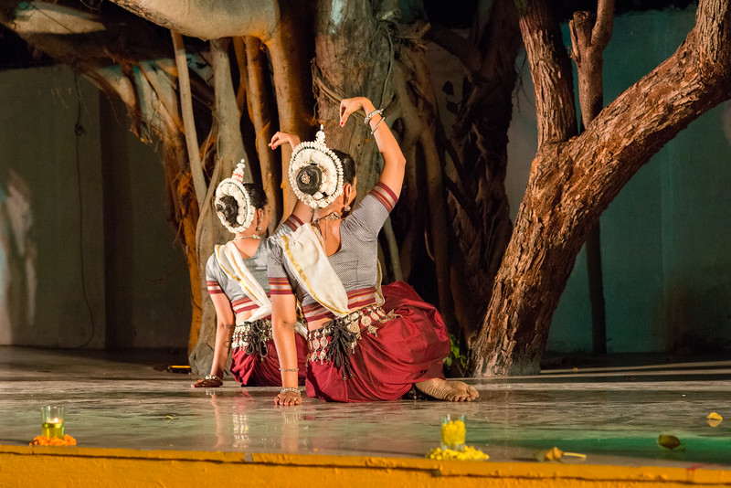 Namrata Mehta and Spruha Kamdar. Kaishiki Nrityabhasha (Mumbai) (Group: Guru Smt Daksha Mashruwala and Disciples)<br /> Mumbai Odissi Utsav. Day 2 - 18th Feb 2018.