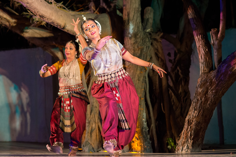 Smt Daksha Mashruwala and Namrata Mehta. Kaishiki Nrityabhasha (Mumbai) (Group: Guru Smt Daksha Mashruwala and Disciples)<br /> Mumbai Odissi Utsav. Day 2 - 18th Feb 2018.
