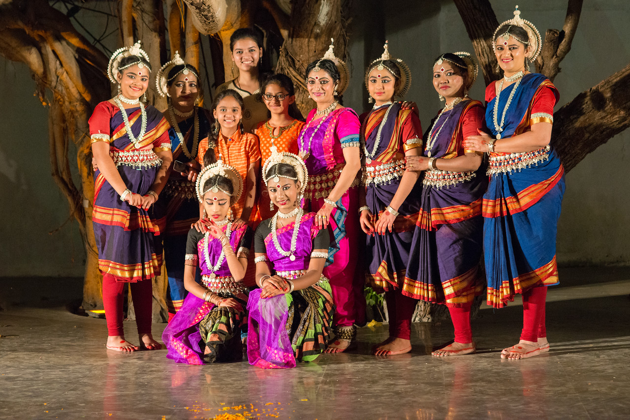 Smt Sheetal Metkar and her disciples. Utkal Nritya-Niketan (Amravati) at the Mumbai Odissi Utsav. Day 2 - 18th Feb 2018.