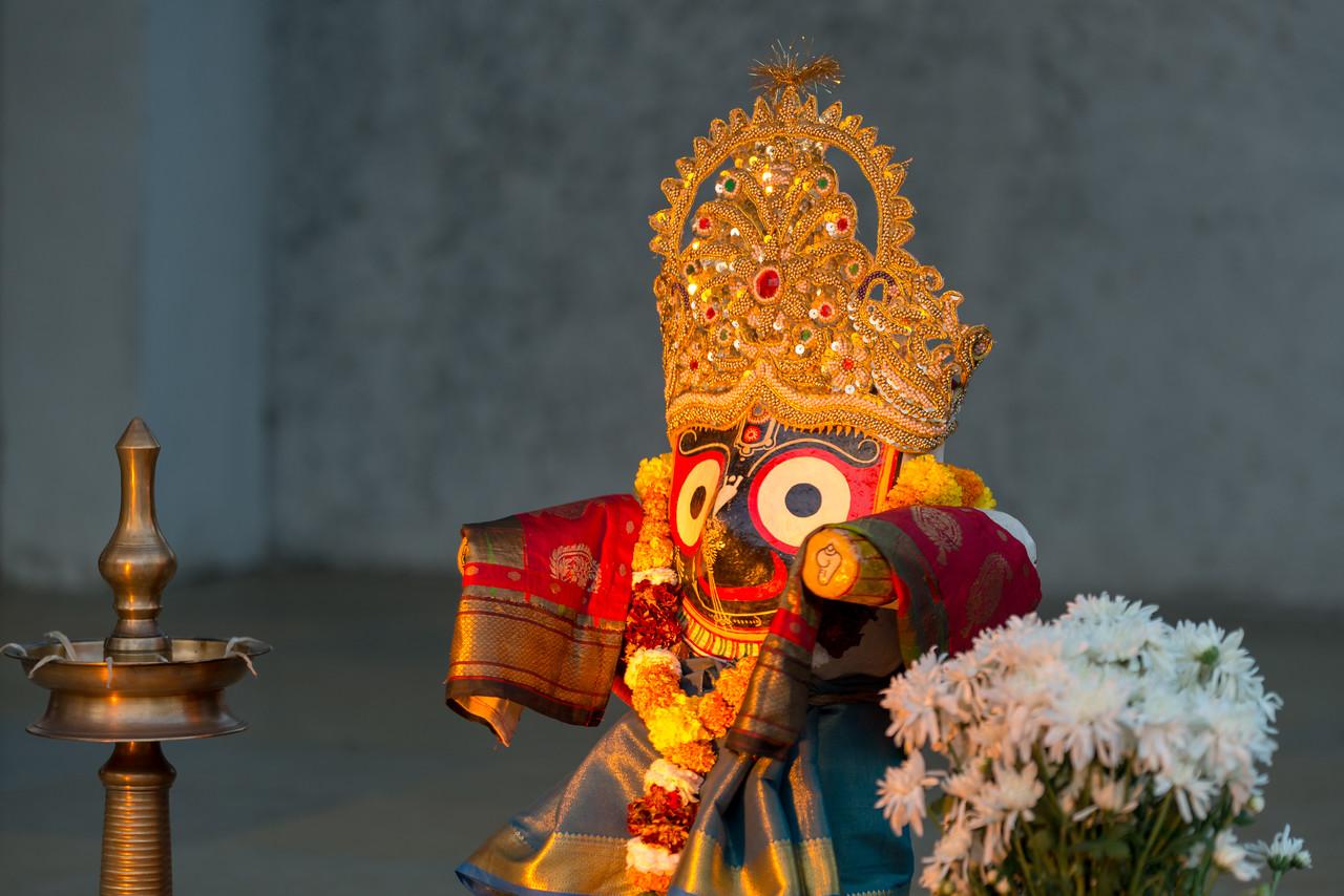 Prayer invocation to Lord Jagannath at start of day two at Mumbai Odissi Utsav Day 2 - 18th Feb 2018 at Sangit Mahabharati, Juhu Scheme (JVPD), 400049 Mumbai, Maharashtra.