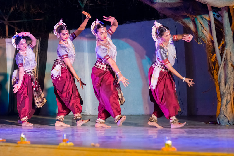Kaishiki Nrityabhasha (Mumbai) (Group: Guru Smt Daksha Mashruwala and Disciples)<br /> Mumbai Odissi Utsav. Day 2 - 18th Feb 2018.
