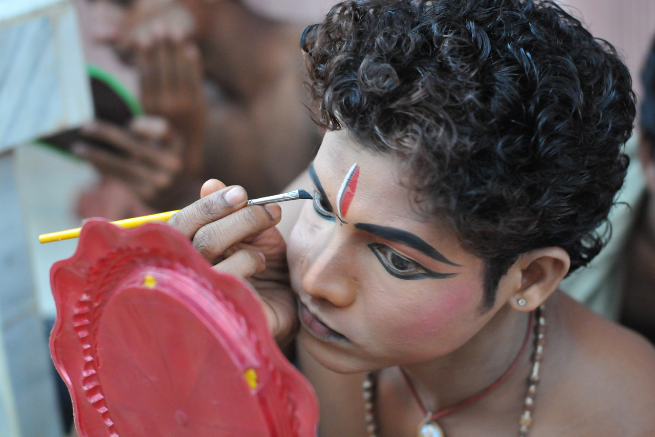 "Sachikanta Pradhan applying make up. Boys have a separate area where they get ready. They will perform the dance in the evening. The Konark Dance & Music Festival 2011 held from February, 19th to 23rd, organized by Konark Natya Mandap. The festival takes place in an open-air auditorium and enlivens the spirit of the sculptures of Konark temple which is just a short distance away.<br /> <br /> The objectives of the Konark Natya Mandap are to preserve, promote, and project the rich cultural heritage of Orissa and to infuse cultural awareness in the minds of all. Started with painstaking efforts of internationally renowned Odissi dance teacher Guru Gangadhar Pradhan who unfortunately passed away last year. For more details on the festival see  <a href=""http://www.konarknatyamandap.org/"">http://www.konarknatyamandap.org/</a> and <a href=""http://konarkfestival.com/"">http://konarkfestival.com/</a>"