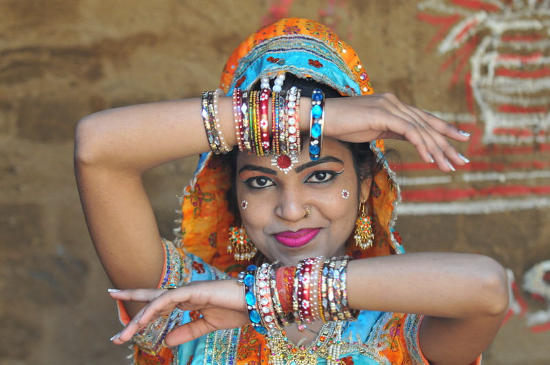 Dancer at the Suraj Kund Mela which is an annual fair held near Delhi.