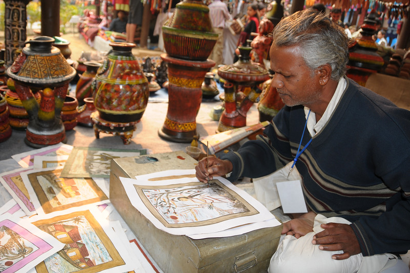 Award winning artists from around India come and display their skills and sell their products at the Suraj Kund Mela 2009 held in Haryana (outskirts of Delhi), North India. <br /> <br /> The Suraj Kund Mela is an annual fair held near Delhi. Folk dances, handicrafts and a lot of fun.