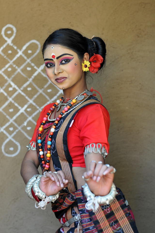 Dayal Sangeet Academy, Rasulgargh, Bhubaneshwar, Orissa dancer strikes a pose at Surakund Mela.<br /> Surajkund Crafts Mela 2011 held near Delhi in Faridabad, Haryana, North India. The annual Suraj Kund Mela (fair) is an event held in February each year where artisans, craftsmen, musicians & dancers come together and entral thousands of visitors. It is also a great shopping bonanza and delight to the palate with the range of food.