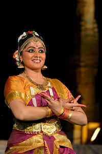 Dance performance by Kalanjali, Chennai. Guru Smt Maya Shyam Sunder. Brahan Natyanjali 2015, Big Temple, Thanjavur, Tamil Nadu, 19th February, 2015. http://brahannatyanjali.in/