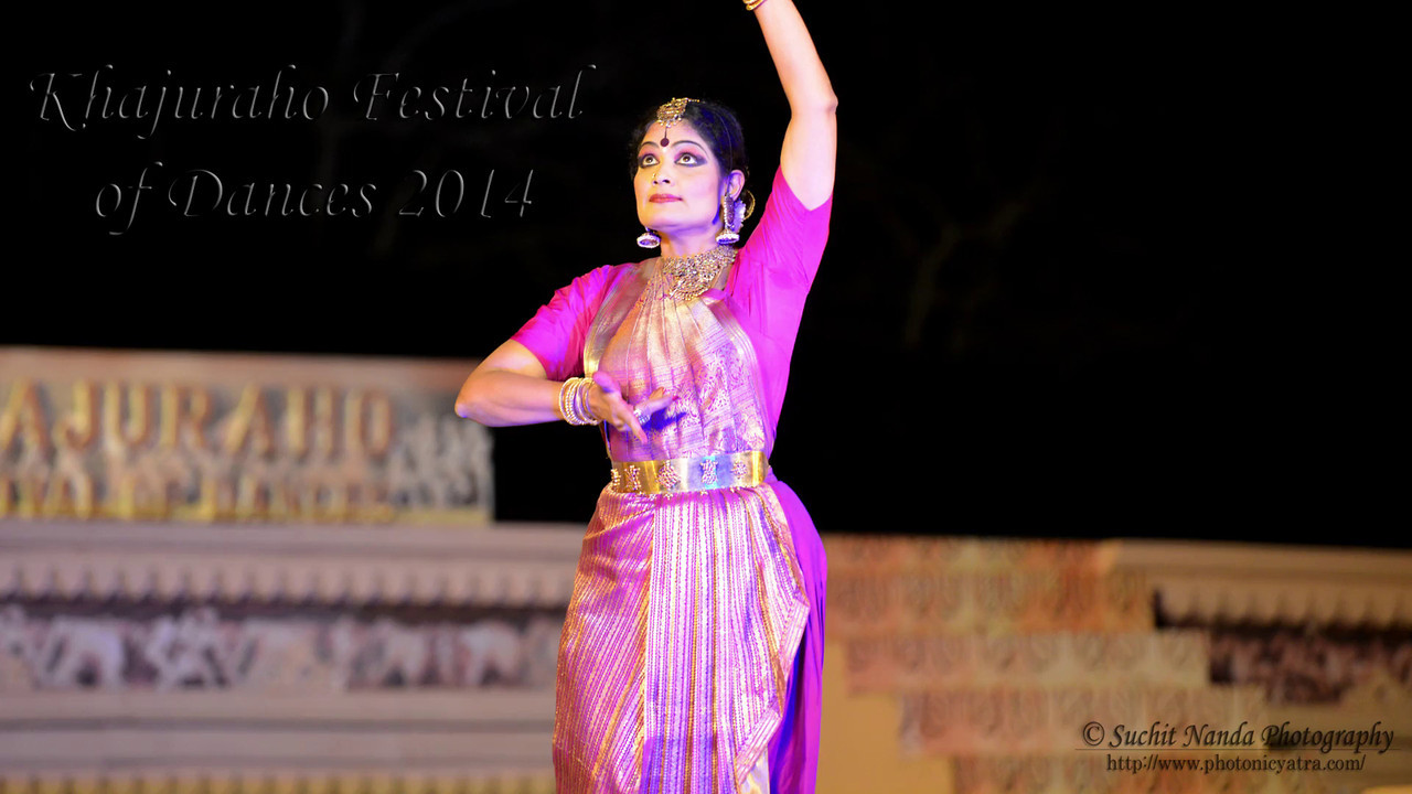 Short video of Bharatnatyam dancer Geeta Chandran, Founder, President, NATYA VRIKSHA, New Delhi at the Khajuraho Festival of Dances. Khajuraho Festival of Dances celebrates the most colorful and brilliant classical dance forms of India.