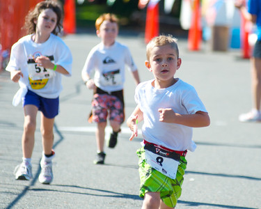 072212, Cambridge, MA -  Cole McKirryher, 6, of Thomaston, Conn., leads a pack during the half mile run portion of the inaugural New England Kids Triathlon at M.I.T.'s Johnson Athletic Center. Herald photo by Ryan Hutton