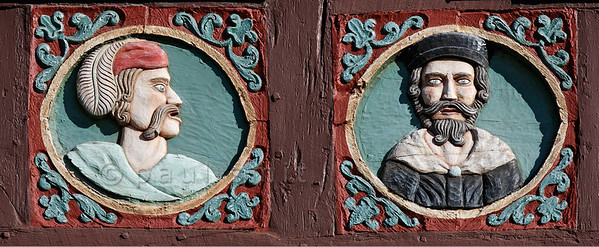 """[GERMANY.HESSEN 29311] 'Citizens of Butzbach.'  In Butzbach woodcarvings on the facade of the former 18th century inn """"Zum Goldenen Löwe"""" show portraits of citizens. Photo Paul Smit. (size: 2900 x 1200 pix)"""