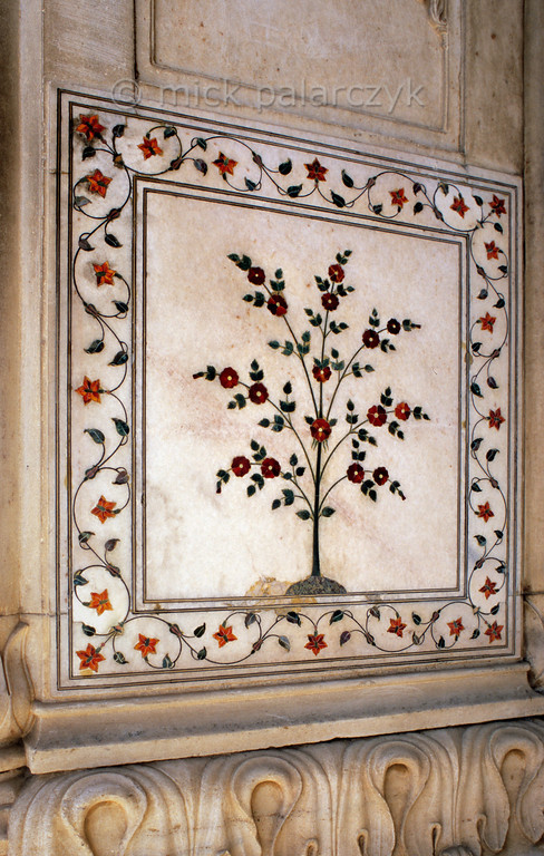 "[INDIA.UTARPRADESH 27181] 'Flowers in Delhi's Red Fort.'  	The Diwan-i-Khas (""Hall of Private Audience"") in Delhi's Red Fort is richly decorated with flowers of inlaid mosaic work. The Red Fort  was commissioned by emperor Shah Jahan (builder of the Taj Mahal) and completed in the year 1648. Photo Mick Palarczyk."