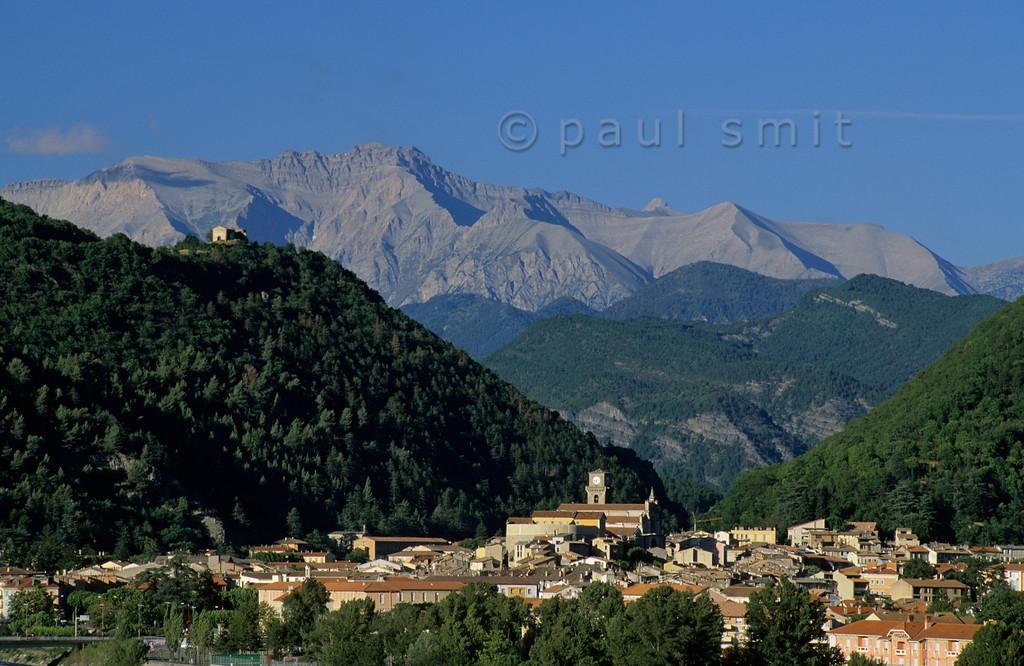 [FRANCE.ALPSSOUTH 5529] 'Digne-les-Bains.'  Digne-les-Bains, where the Provence reaches the Alps. Photo Paul Smit.